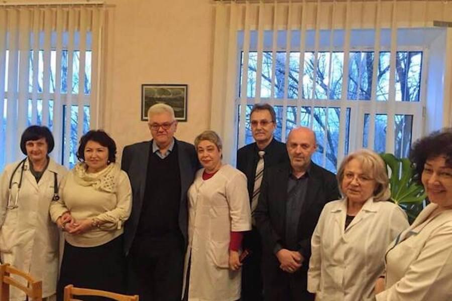 Це – Сєрґєй Сівохо у Слов'янську. З офіційним візитом. А хто це праворуч від нього стоїть, не підкажете. Ба! Це ж Татьяна Бахтєєва – екс-регіоналка, – блогер