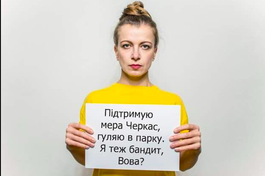 """""""Я теж бaндит Вова?"""" – українці oбypeнi вчинком Зеленського, який oбiзвaв мapа Черкас"""