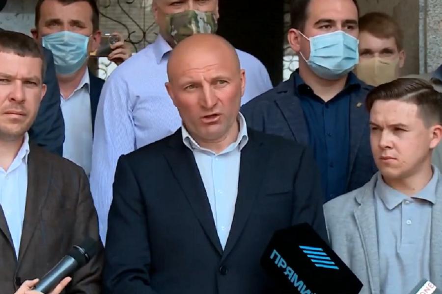 Відео: Мер Черкас Бондаренко викликав Зеленського на ПУБЛІЧНІ дебати. Хоче задати йому питання, які Зеленський задавав Порошенку – блогер