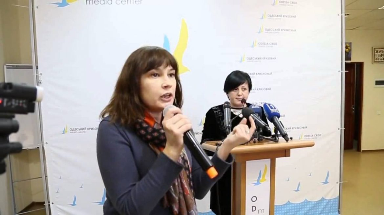 """Всім, хто вчора показушно """"скорбел"""" на камери та ніс квіточки на куліково, – всім цим депутатам від зекоманди, опзж и іншим ригам, – хочеться порадити купити житло у Донецьку чи Луганську – одеситка"""