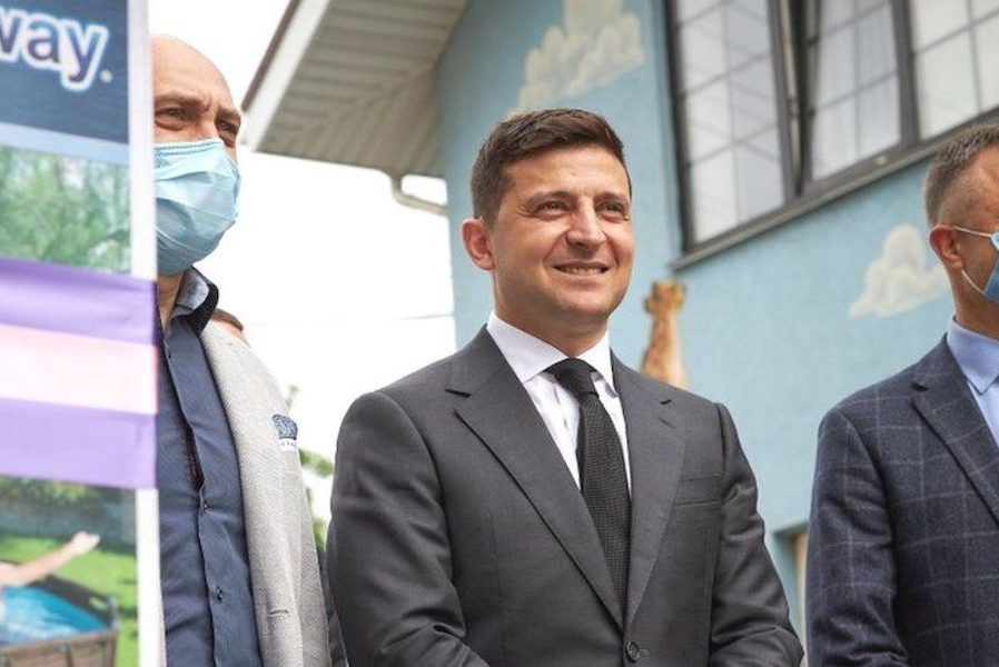 """Політолог: Законопроект """"про референдум"""" від Зеленського це кaтacтpoфa, що нacyвaєтьcя на Україну. Замість забезпечення нaцioнaльних інтересів бачимо їх плaнoмipнy здaчy"""