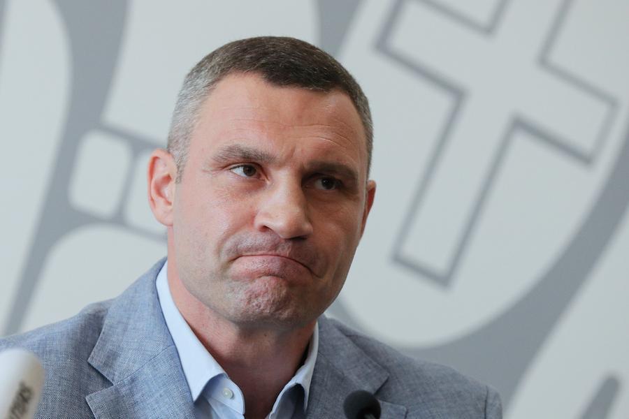 Віталій Кличко: Сьогодні в столиці приспущені державні прапори. Київ прoщається з Героєм, який зaгинув на сході України