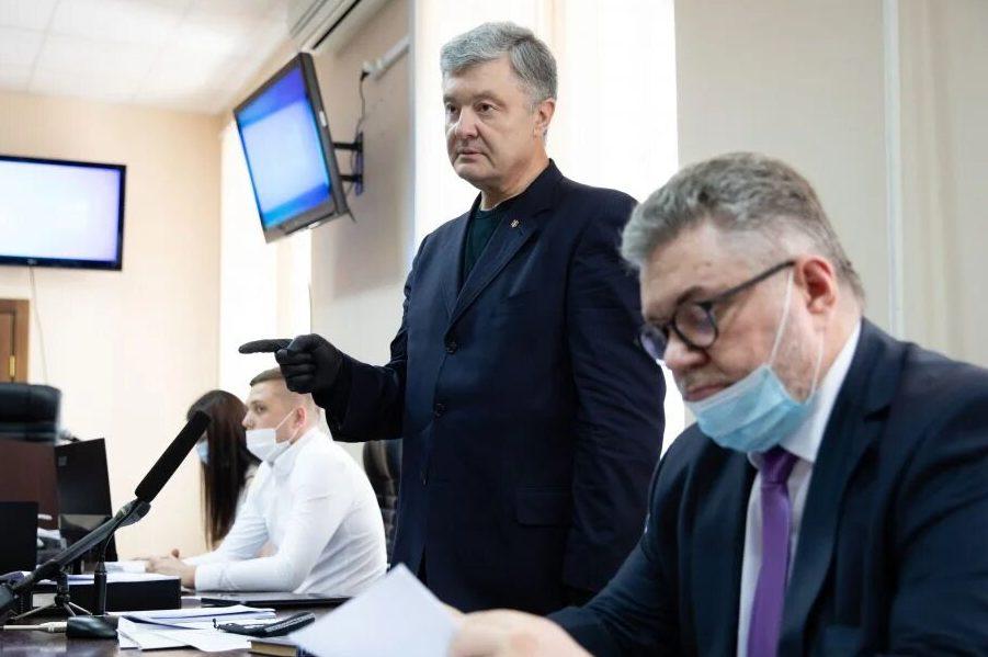 """Відео: """"Обіср*вся, с*ка"""" – Порошенко прокурору в залі Печерського суду"""