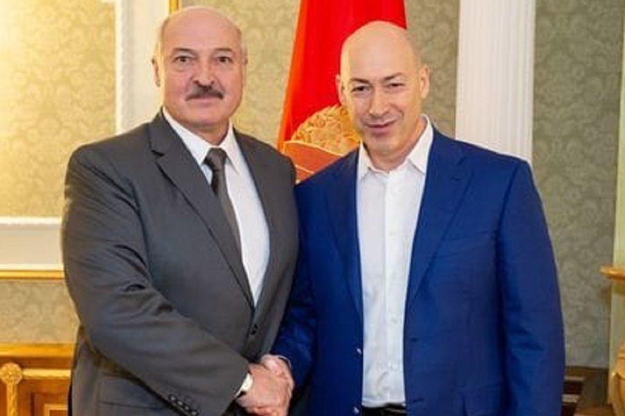 """І що ви думаєте – цей чоловік постить лінки про злочини білоруських силовиків!!! А казав """"як погано, що не ви були президентом України"""" – Кіпіані"""