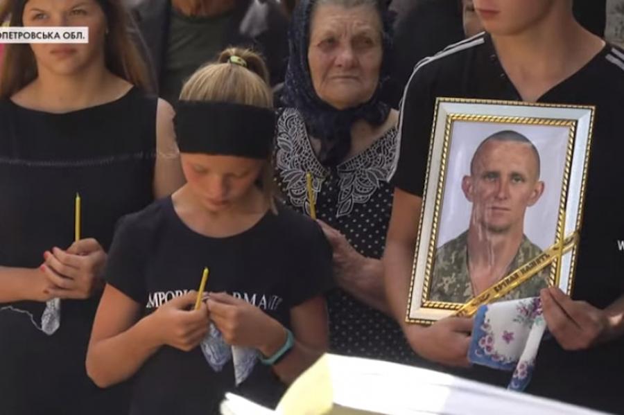 Розвідник Ярослав Журавель був ще живий. Його можна було забрати! До своїх було 350 метрів, а він проповз сам – 250 – блогер
