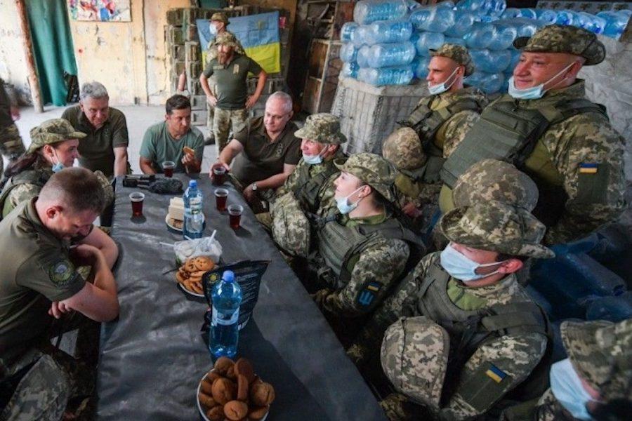 Зеленський: Іноді з військовими потрібно випити, щоб зрозуміти, що у них відбувпється насправді