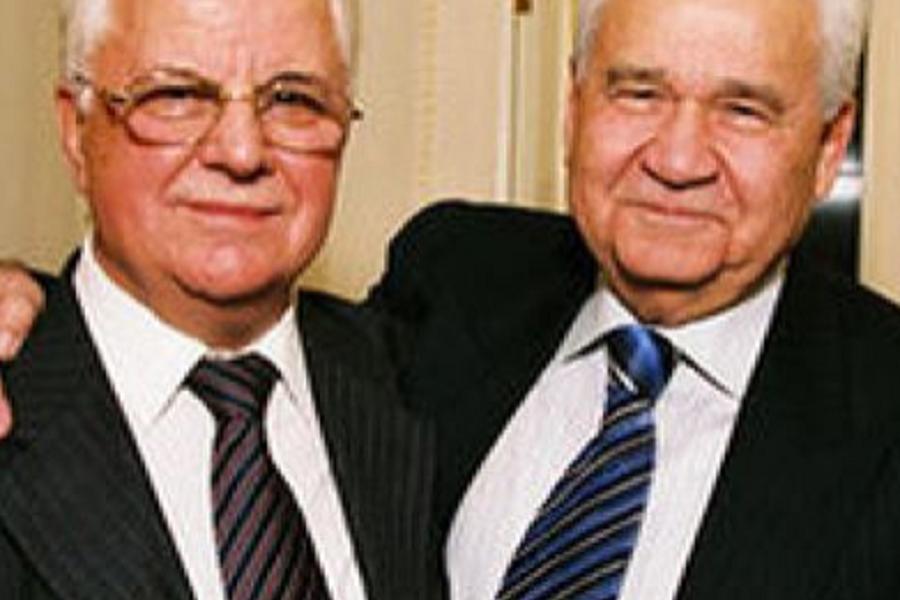 """Нові молоді обличчя. Енергійні патріотичні політики. Обидва до 1991 року були членами ЦК КПУ, обидва чимало потрудилися над деp*бaном залишків активів УРСР та вкладів громадян у """"Сбербанку УРСР"""" – блогер"""