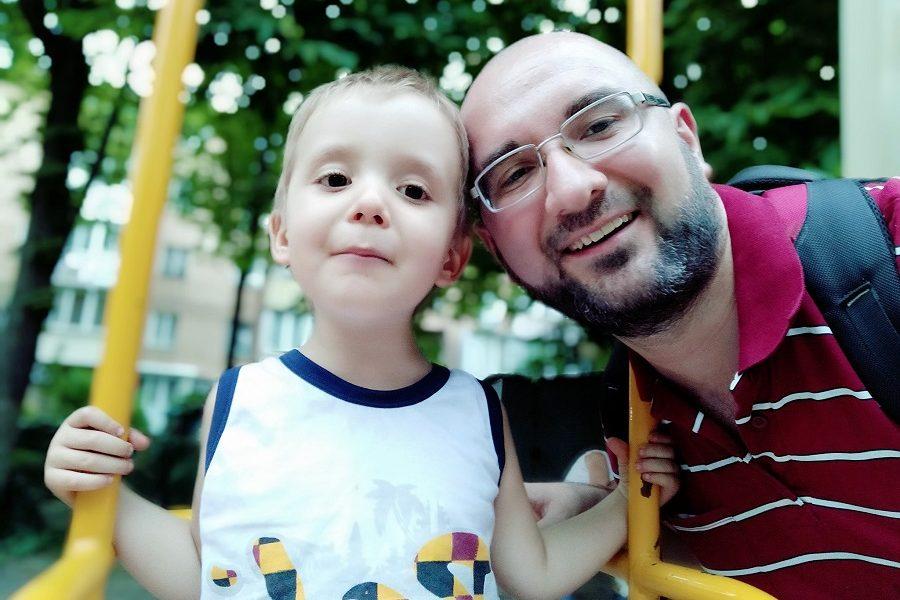 """Дитячий майданчик.. Граюся з сином.. Підходить дівчинка років 5-ти: """"Ой, а ви по-украінскі говорітє?"""""""
