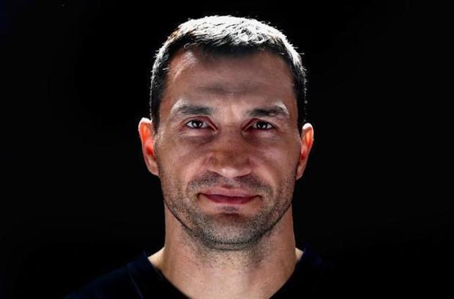 Український боксер Володимир Кличко увійшов до Міжнародної зали боксерської слави. Він став другим після свого брата Віталія українцем, якого ввели до зали боксерської слави.