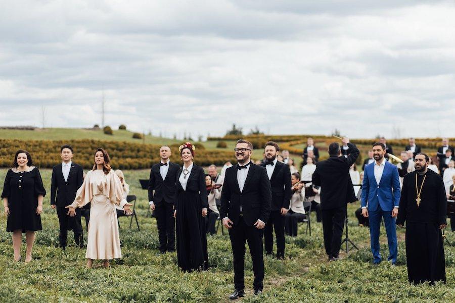 """Вперше у світі пісню """"Христос Воскрес"""" виконали 12-ма мовами! Це зробили українські артисти..!"""