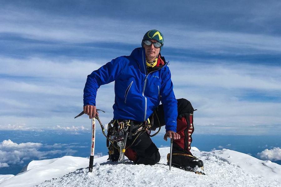 Харків'янин Валентин Сипавін вчетверте підкорив Еверест та встановив національний рекорд за кількістю сходжень на найвищу вершину планети.